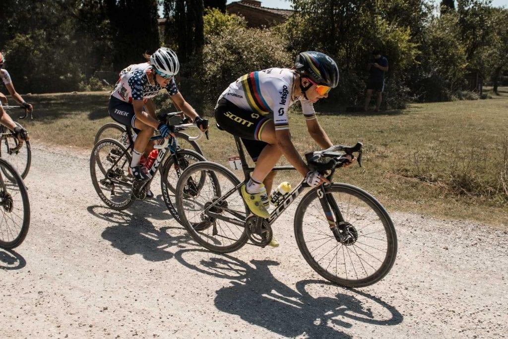 Annemiek van Vleuten רוכב על אופני סקוט